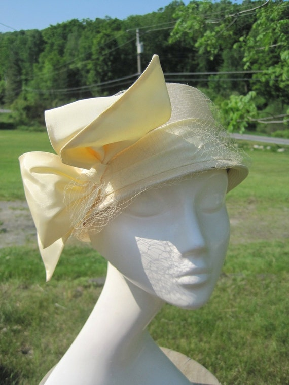 Vintage Cloche Ivory Hat with Taffeta Bow and Netting