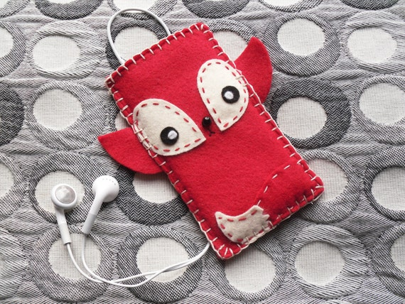 TOMO FOXIE - a cute little kawaii case for your iPod Touch or iPhone in red and white felt.