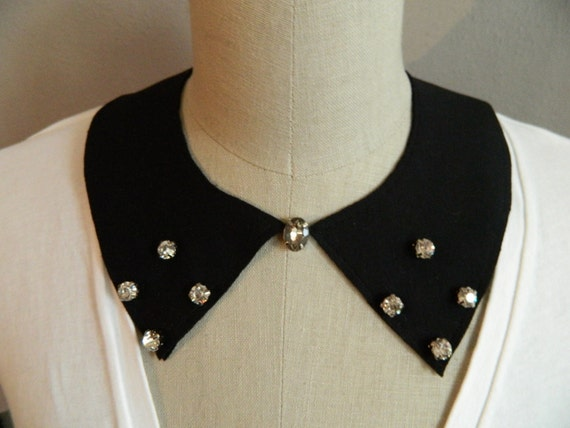 New Rhinestone Embelished Pointed Collar Necklace with Jewelry Clasp Closure