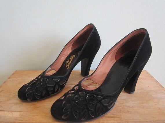 Vintage 40s black velvet shoes size 6