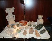 Artifacts pre-Columbian lot of 25 pieces stone carvings figures utensils