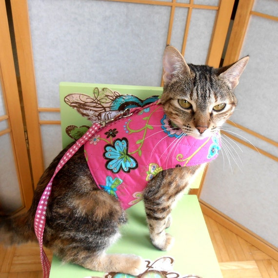 Retro Floral  Cat Harness Vest, Teacup Dog Clothes, Reversible, Pink Quilted Fabric, Matching Pet Leash
