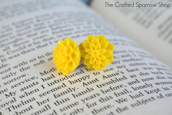 Yellow Mum Cabachon Earrings
