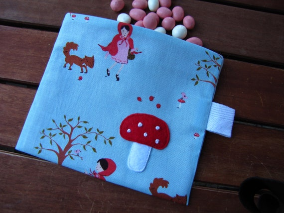 Reusable Snack Bag with Velcro Closure: Big Bad Toadstool