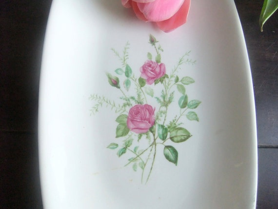Porcelain dish. Vintage French romantic china plate