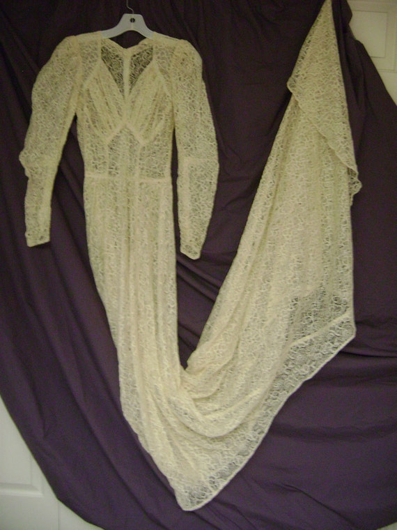 Antique 1943 LACE WEDDING GOWN all lace- w/ Long Train