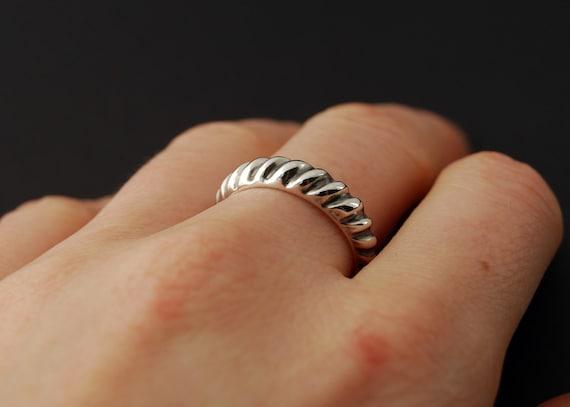 SALE 60 percent off - La torsade - sterling silver cast twist ring - size 7
