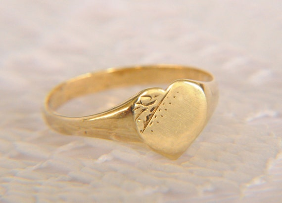 SALE //// vintage 1980s / 9k gold heart signet ring // I love you