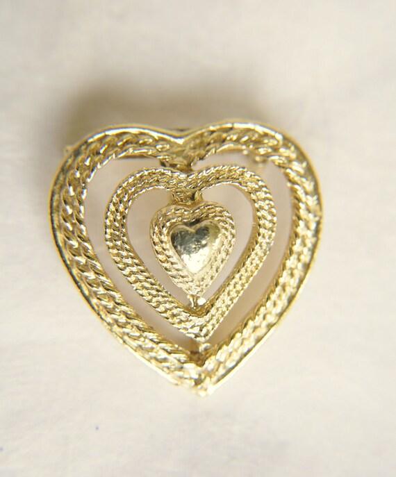vintage 1950s / filigree Gerry heart brooch // SWEETHEART
