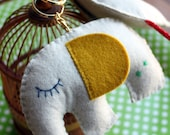 Porte-clés hochet en feutrine / keychain and rattle in felt