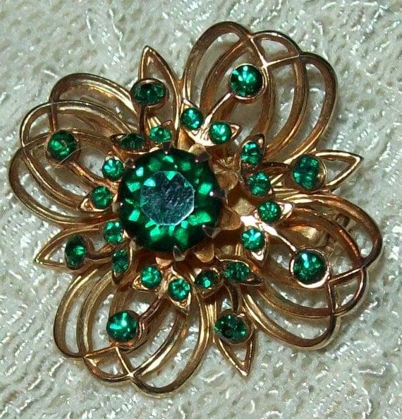 CORO signed green rhinestones goldplate wire swirls bow ornamental brooch pin