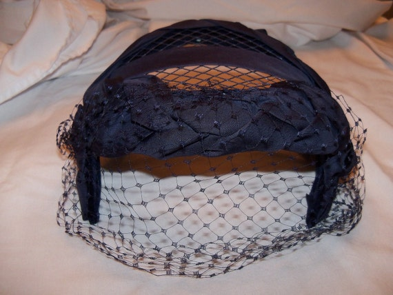 1950's Navy Blue Cocktail Hat With Veil