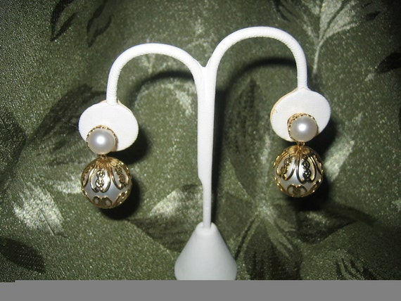Vintage Mid Century Big, Bold Faux Pearl Dangle Clip Earrings