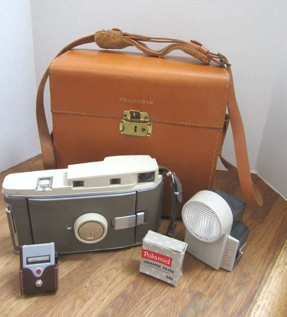 Vintage Polaroid 800 Instant Roll Film Land Camera With Carrying Case c1962