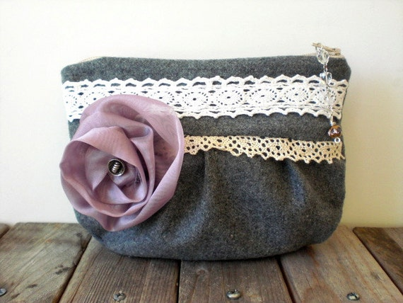 Shabby chic keepsake bag / Victorian romantic style / gray / mauve / lilac / flower / sweet rustic pouch / white cotton lace / pink ribbon