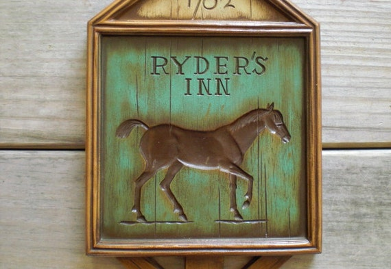 Vintage / Home Decor / Wall Hanging / rustic country home / brown horse / farm house style / Burwood products Co / wall decor /green / brown