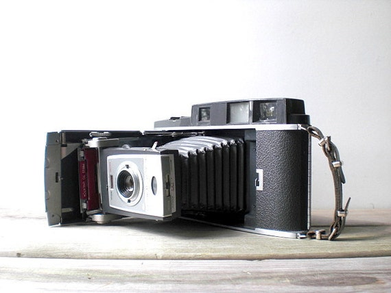Vintage / Electronics / Camera / Polaroid Land Camera 900 / retro / geek / industrial home decor / silver / gray / folding camera