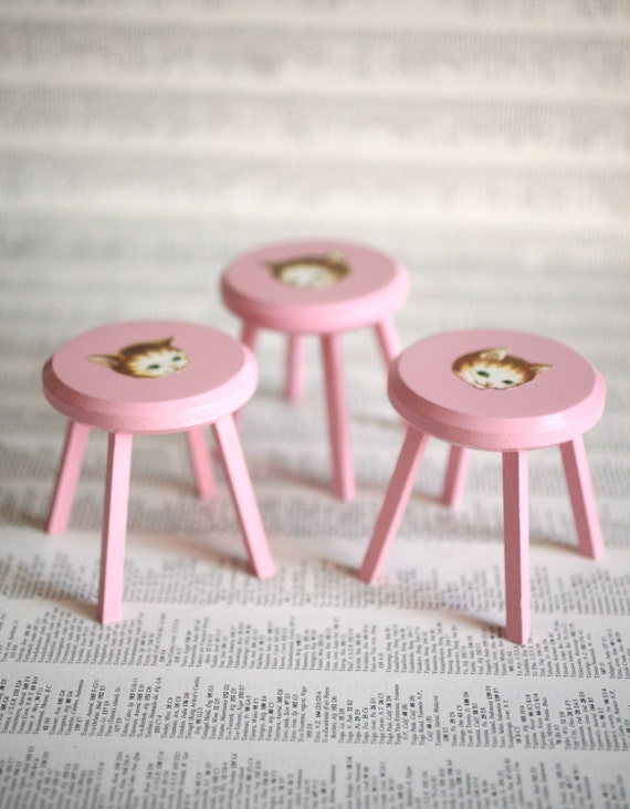 The Three Little Kittens - Set of 3 Candy Pink Kitty Blythe Chairs - Jack and Jill custom Handmade Blythe 1/6 scale doll stool