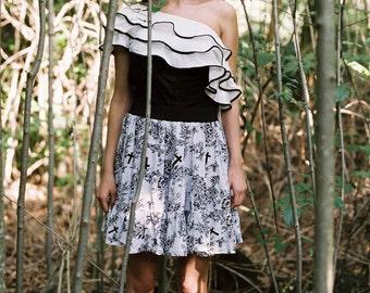 Jupe 'Swallow Me' en Coton Blanc à Imprimé Hirondelles Oiseaux Croix Fleurs