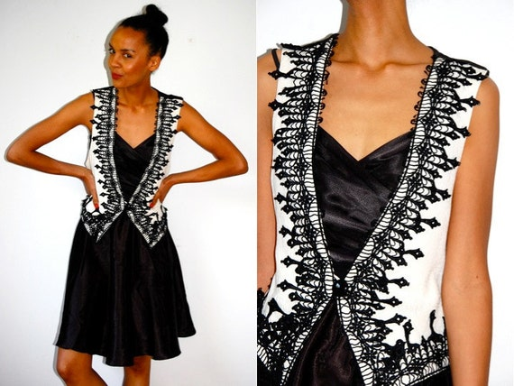 Vtg Lace Black & White Victorian Button Down Fitted Vest