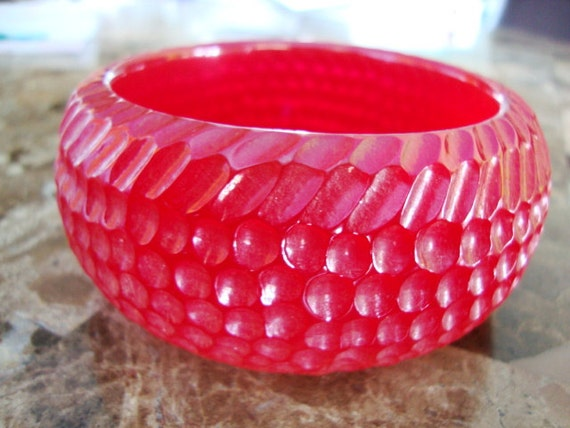 TESTED BAKELITE Hand Made Hand CARVED Huge Deep Pink Red Tone Highly Translucent Snake Skin Pattern Bangle Bracelet