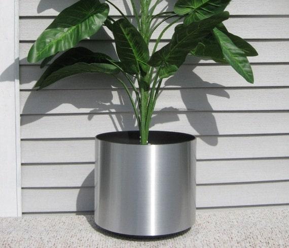 "Silver Planter: Items Similar To 10"" Chrome Silver Planter Flowerpot Metal"