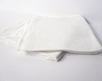 White Napkins (4) with Traditional-Style Pattern, Vintage