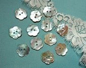 Flower Shaped Mother of Pearl buttons- 18 Pieces-30 ligne//18 MM // 3/4 inch