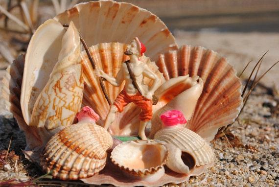 Vintage French shell decoration - kitsch seaside souvenir
