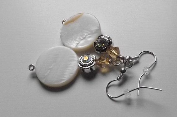 Shell Earings, Flower Earrings, Shell Jewelry, Ivory, Swarovski Bead Jewelry, Sea Shell, Romantic Style