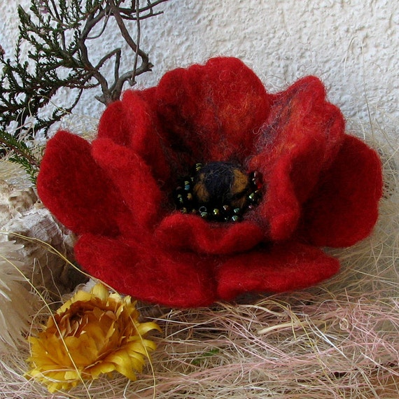 Poppy red - Brooch Hand Felted Flower -