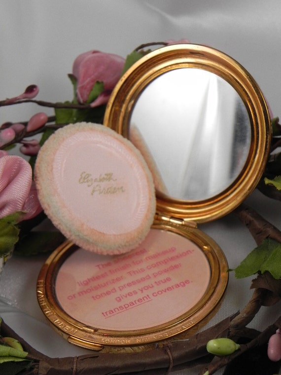 Vintage Elizabeth Arden Gold Mesh Compact