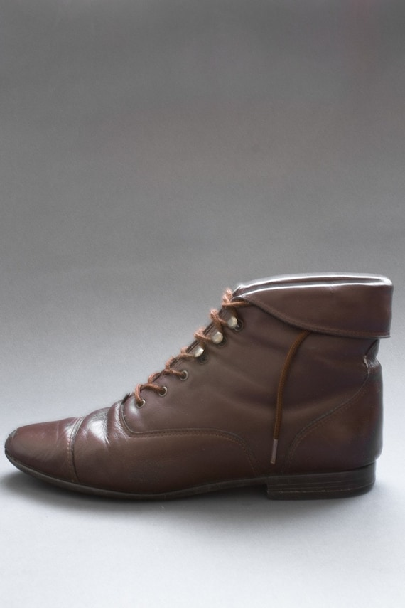90s Vintage Brown Leather Lace Up Ankle Booties Size 8