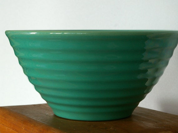 Bauer jade green ringware mixing bowl, vintage, size 12, c. 1940s