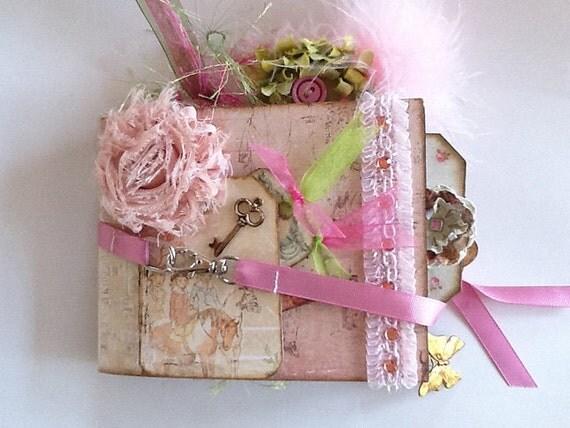 Paper Bag Mini Album Photo / Scrapbook  ..... Romantique Paper Collection ..... Pinks