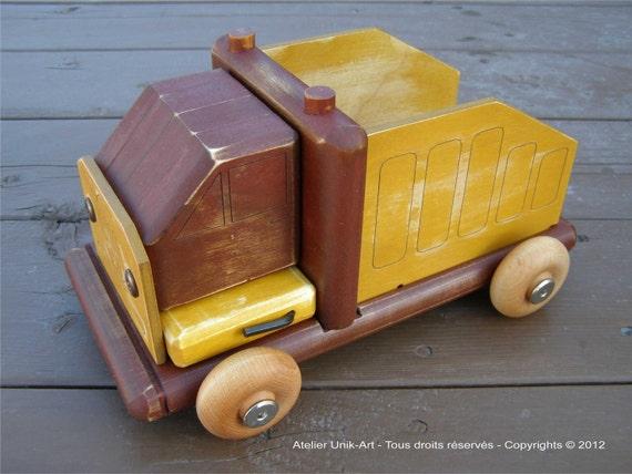 Dismantled wooden truck / Camion démontable