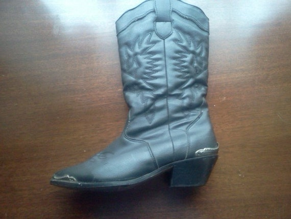1980s Black Leather Western Cowgirl Boots with Silver Detail and Vintage Fabric Lining Size 8