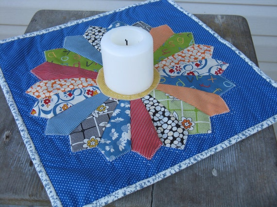 Dresden Plate Appliqued and Hand Quilted Table Topper/Mini Quilt