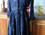 Stunning Vintage 40s Blue Patterned Dress, Velvet Collar