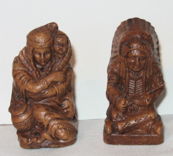 1940s Syroco Wood Indian Chief Princess Papoose Salt In Pepper Shakers Grand Canyon Label Western America Peace Pipe  SALE