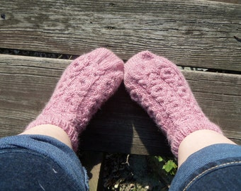 One Skein Hugs & Kisses Slipper Sock Pattern