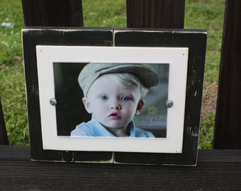 Distressed Single Black & White 5 x 7 Picture Frame