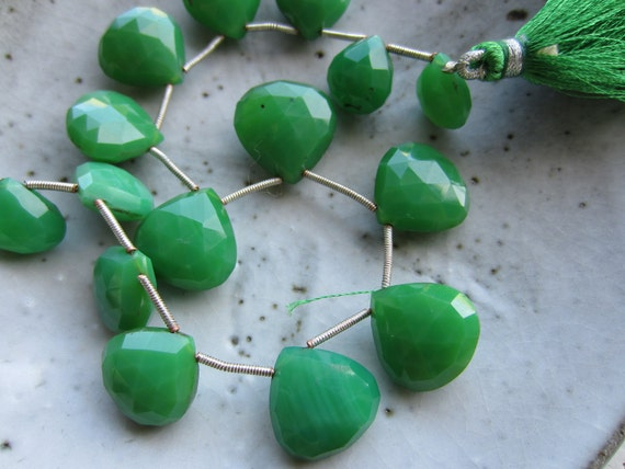 Kelly Green Chalcedony--15 Faceted Heart Briolettes