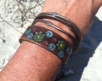 """Leather HIPPIE flower thin wristband bracelet ladie's 7"""" wrist"""
