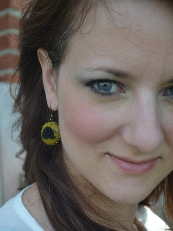 03 Hand embroidered earrings: gray flowers on mustard-patterned background