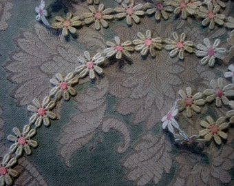 """Cotton Lace Daisy Trim, 7/8"""" Wide, White and Pink (1 yd)"""
