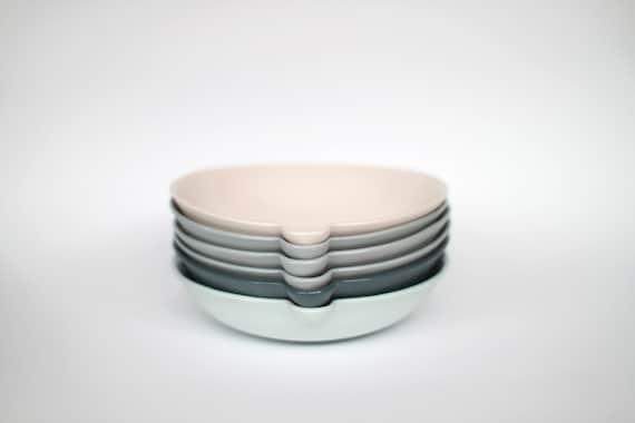lip bowl - porcelain (concrete colour)