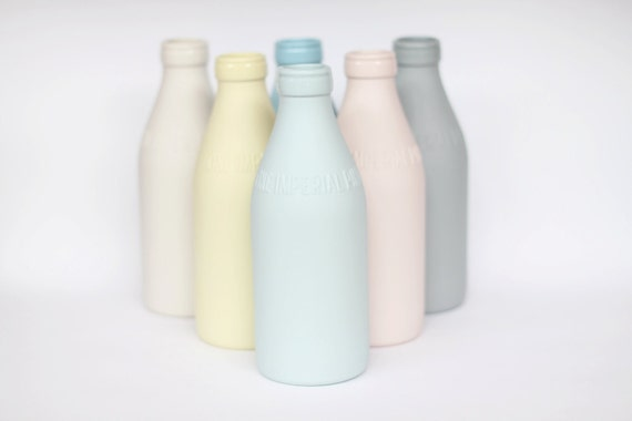 porcelain replica vintage milk bottle : milk colour