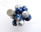 Eco friendly ring recycled upcycled beads pressed cotton tinfoil of chocolate star silver blue STATEMENT RING