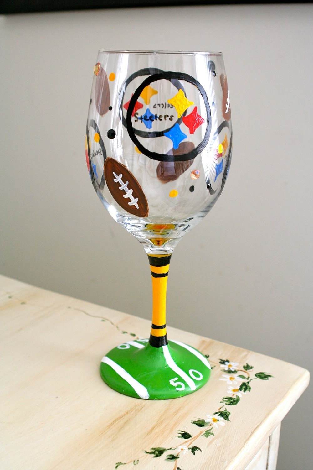Hand painted steelers wine glass for Hand painted wine glasses
